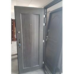 Portone blindato porta ingresso modello L 37 pannellatura bugnata fronte retro